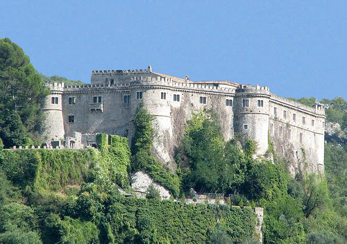 https://commons.wikimedia.org/wiki/File:Castello_Piccolomini_di_Balsorano.png