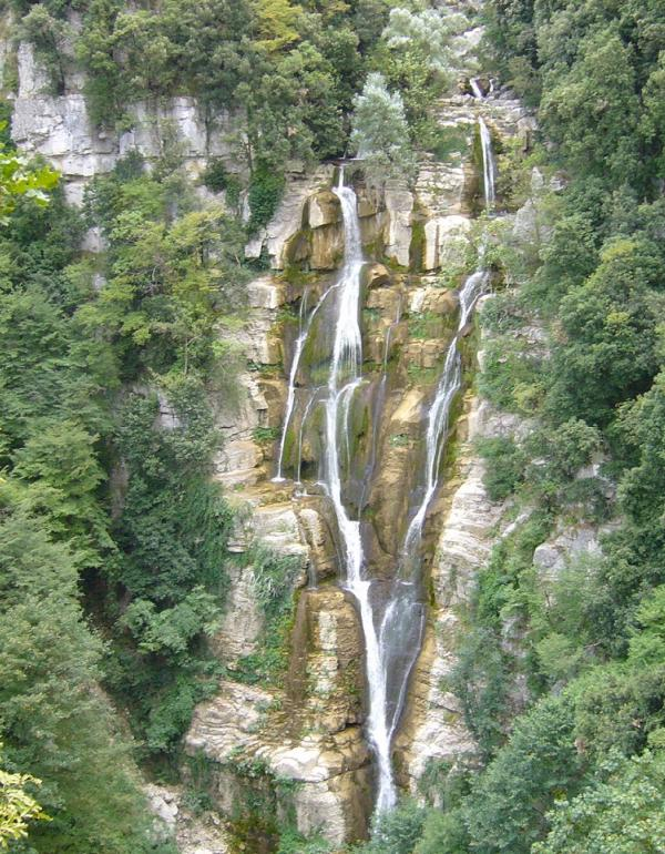 Cascate del Rio Verde (maury3001, CC BY 3.0 (https://creativecommons.org/licenses/by/3.0), via Wikimedia Commons)
